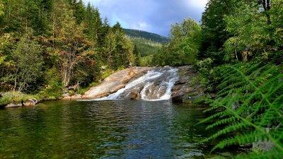 Wodospady Białej Łaby i kaskady diabelskich rowów