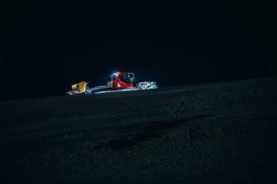 Erleben Sie eine Schneemobilfahrt in Špindlerův Mlýn