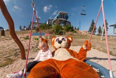 Letteringové dětské hřiště na Medvědíně