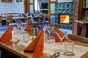 Pension Moravěnka - Špindlerův Mlýn - restaurace s krbem